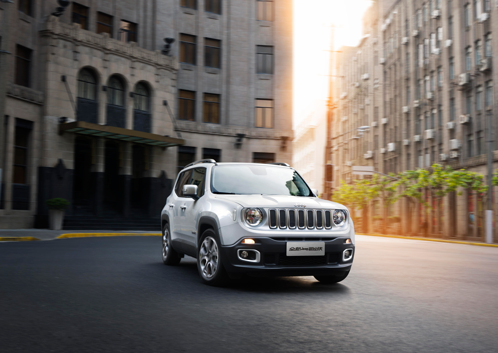 car_greencaroftheyear_silver_All-new Jeep Renegade