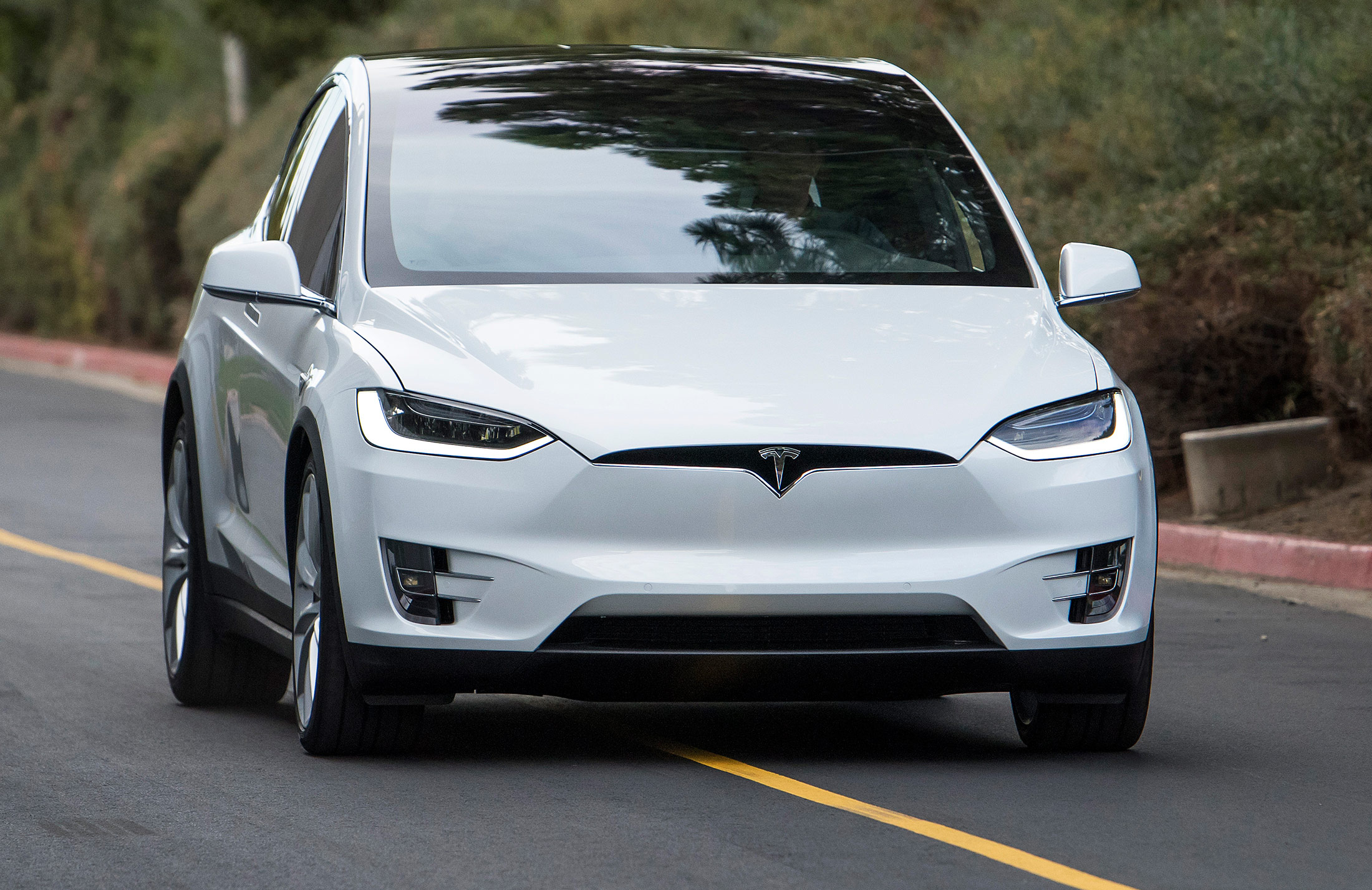 car_greencaroftheyear_winner_Tesla-Model-X